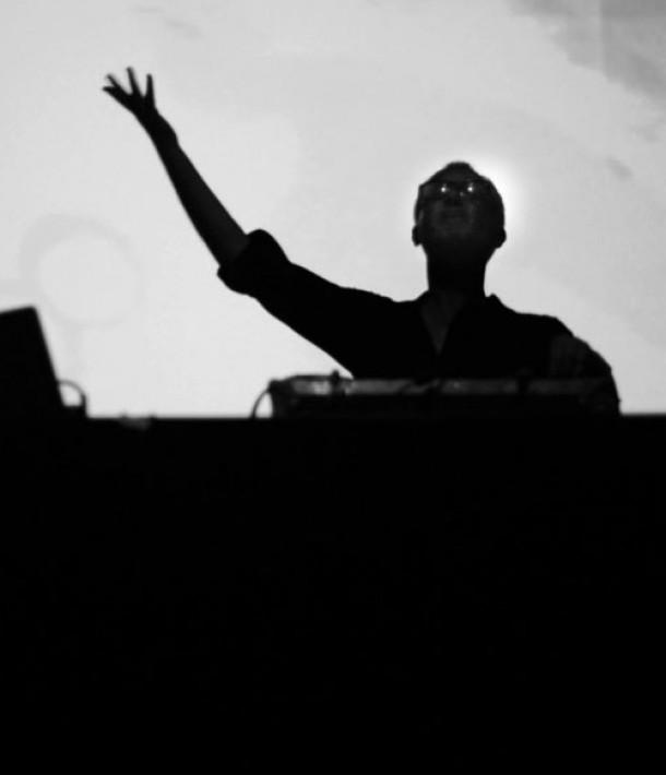 cut-hands-atonal-electronic-beats-camille-blake