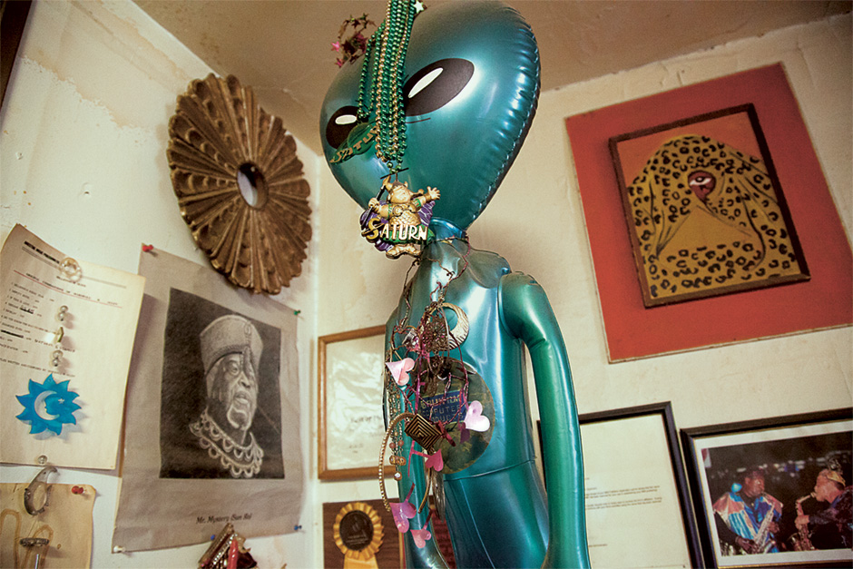 Alien_Sun_Ra_Arkestra_Electronic_Beats_Magazine_LuciLux