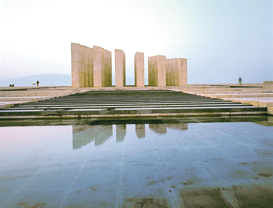 AiWeiWei_Ai-Qing-Memorial-Electronoc_Beats