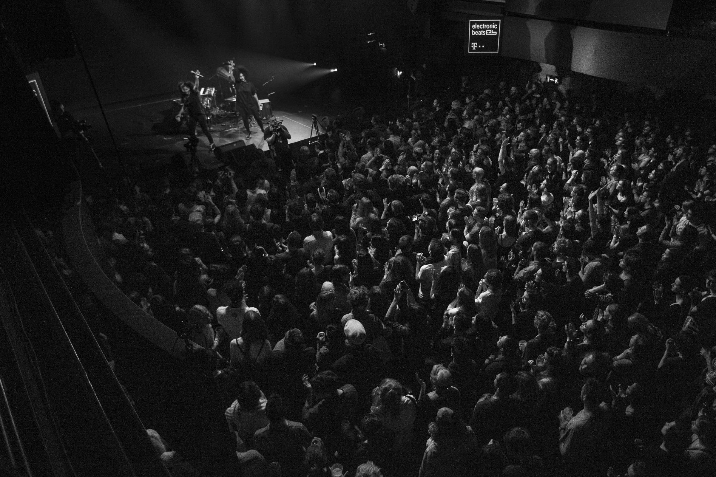 ibeyi crowd