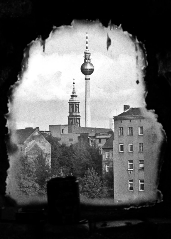 View from a squatted building in the Kleine Hamburger Straße, Berlin-Mitte 1991. Photo by Ben De Biel.