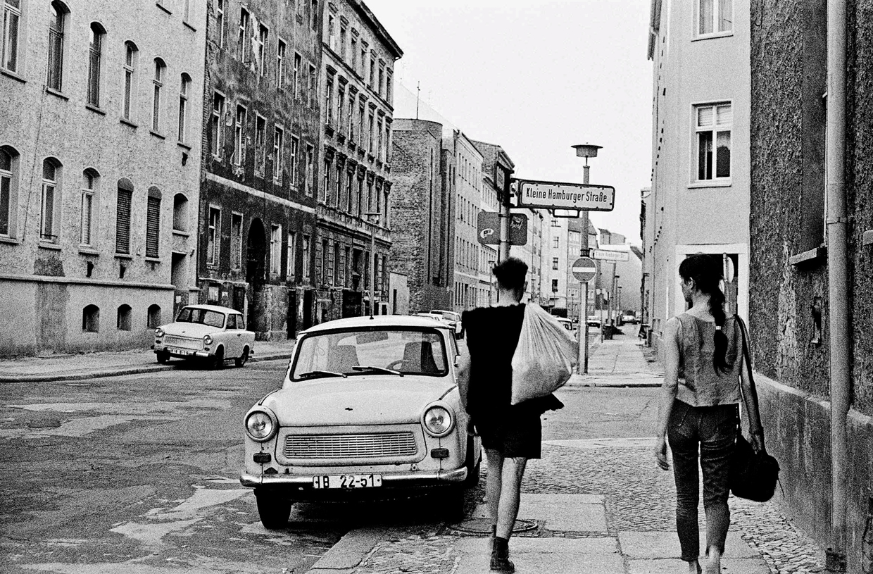 On the corner of Kleine Hamburger Straße, Berlin-Mitte, 1990. Photo by Ben De Biel.