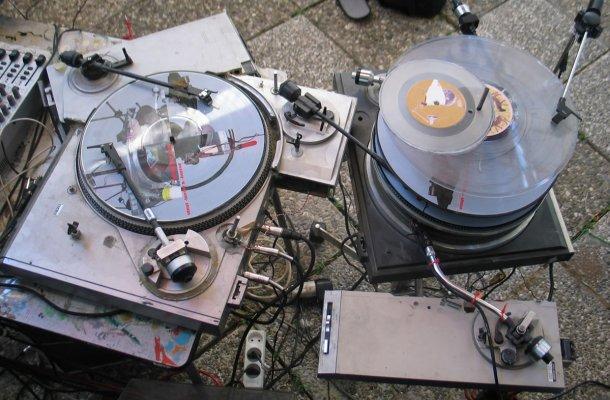 vinylterrorhorror_installation