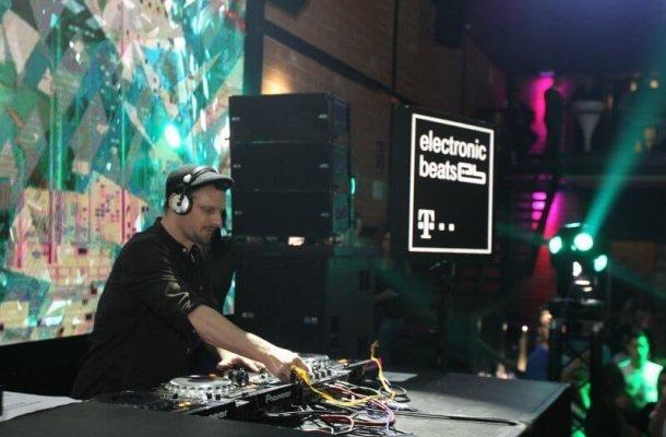 DJ Koze at the controls.