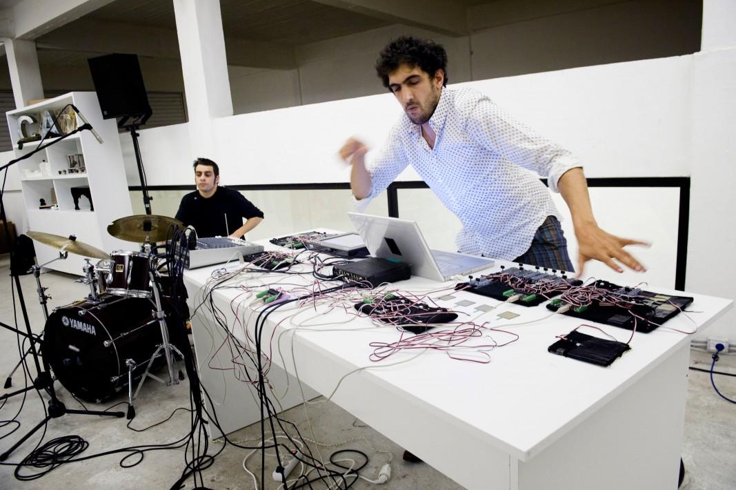 Atoui-Barthelemi live IRTIJAL'10 by Tanya Traboulsi.jpg