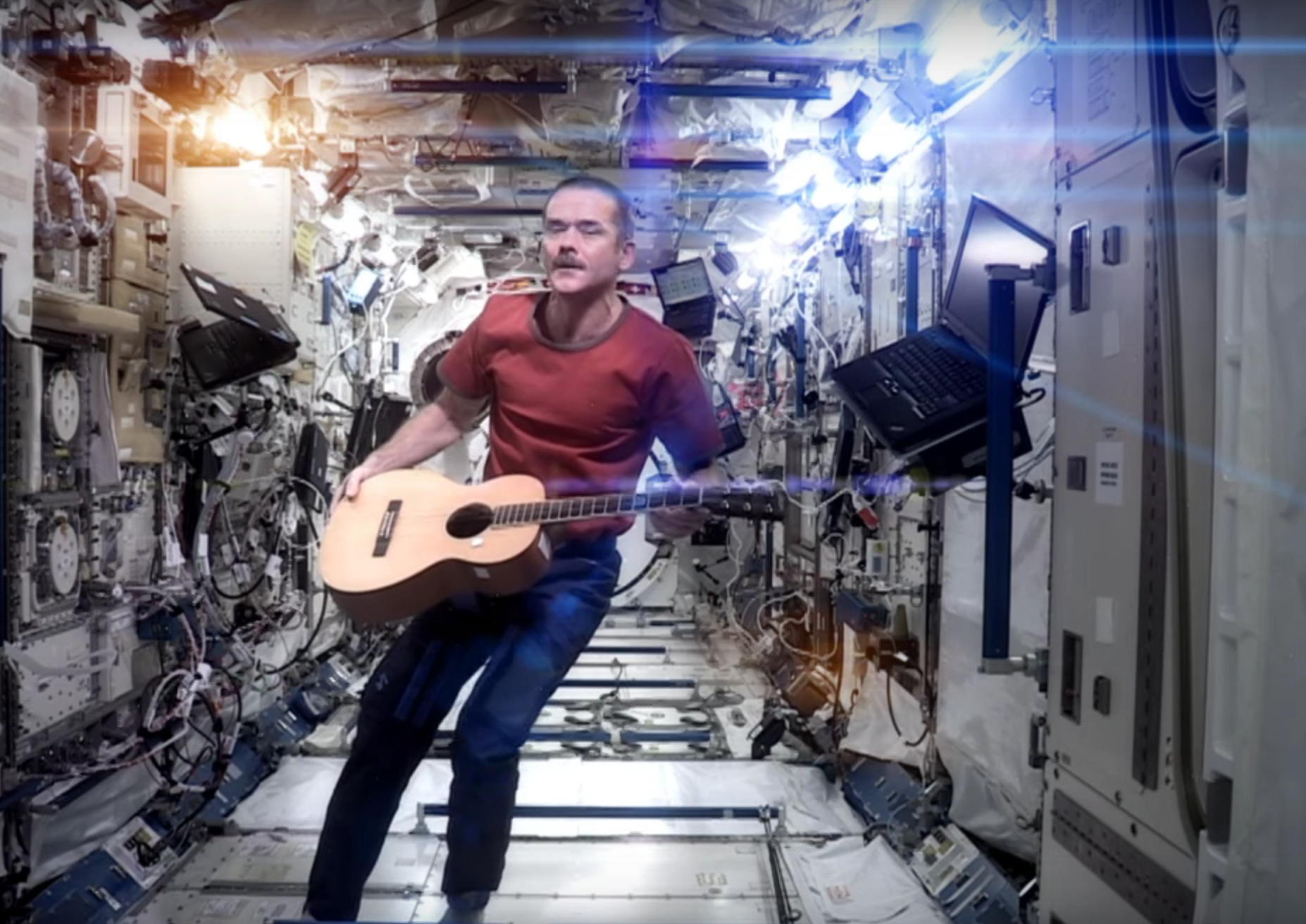 astronaut plays space oddity -#main