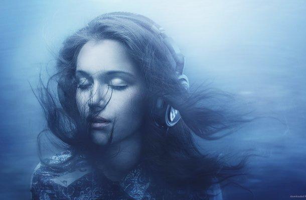 Drowned-Girl-Enjoys-A-Nice-Playlist