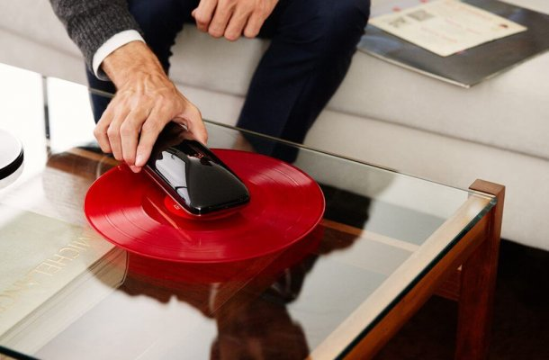 LOVE_Turntable_revolutionary_smartphone_controlled_turntable_crowdfunding_Agency2.0_Gallerya-1024x683