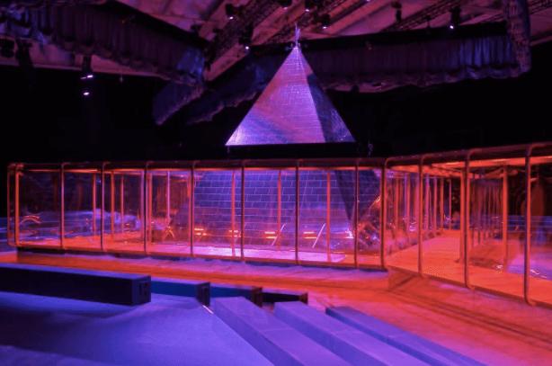 pyramid gucci