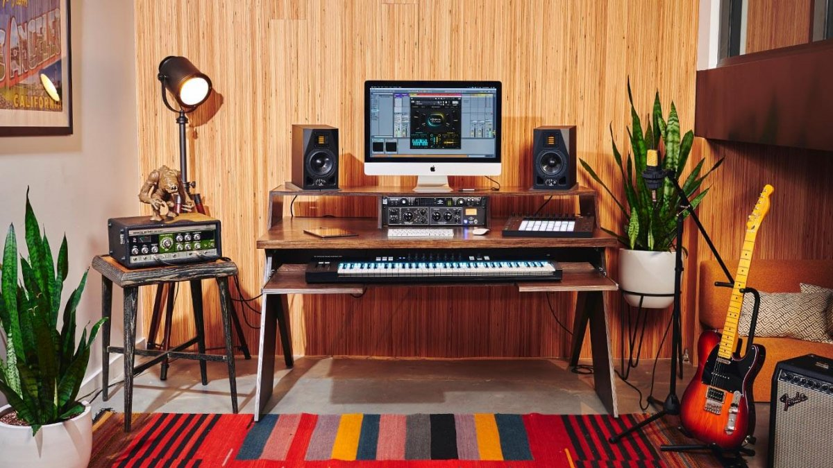 Attrayant A Desk Made For Electronic Music Producers Like You