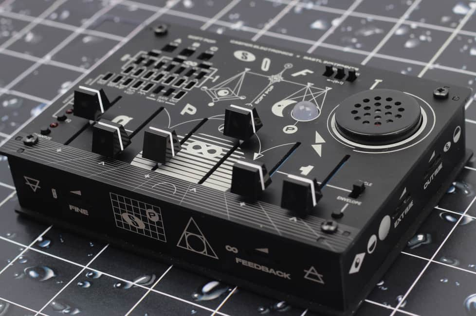 this cheap portable synth is a trippy little analog beast telekom electronic beats. Black Bedroom Furniture Sets. Home Design Ideas