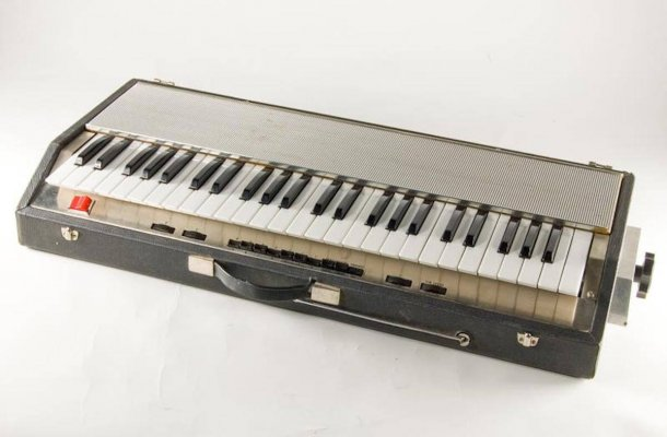 Musical Instrument Museums Online Synthesizer
