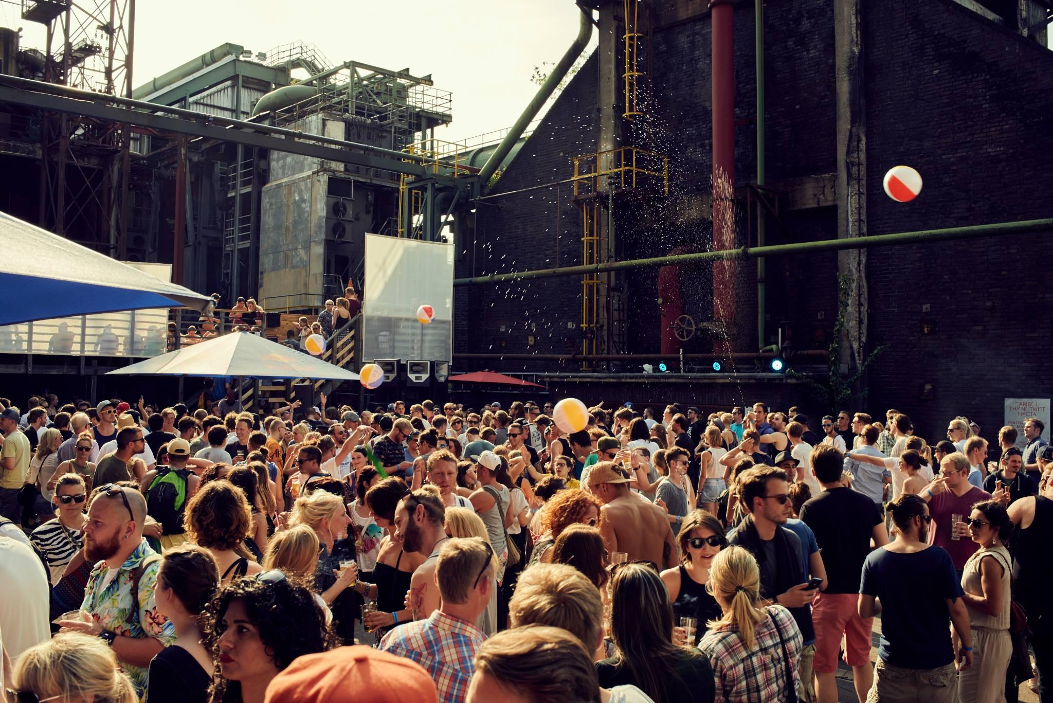 Crowd Zeche Zollverein by Henri Vogt