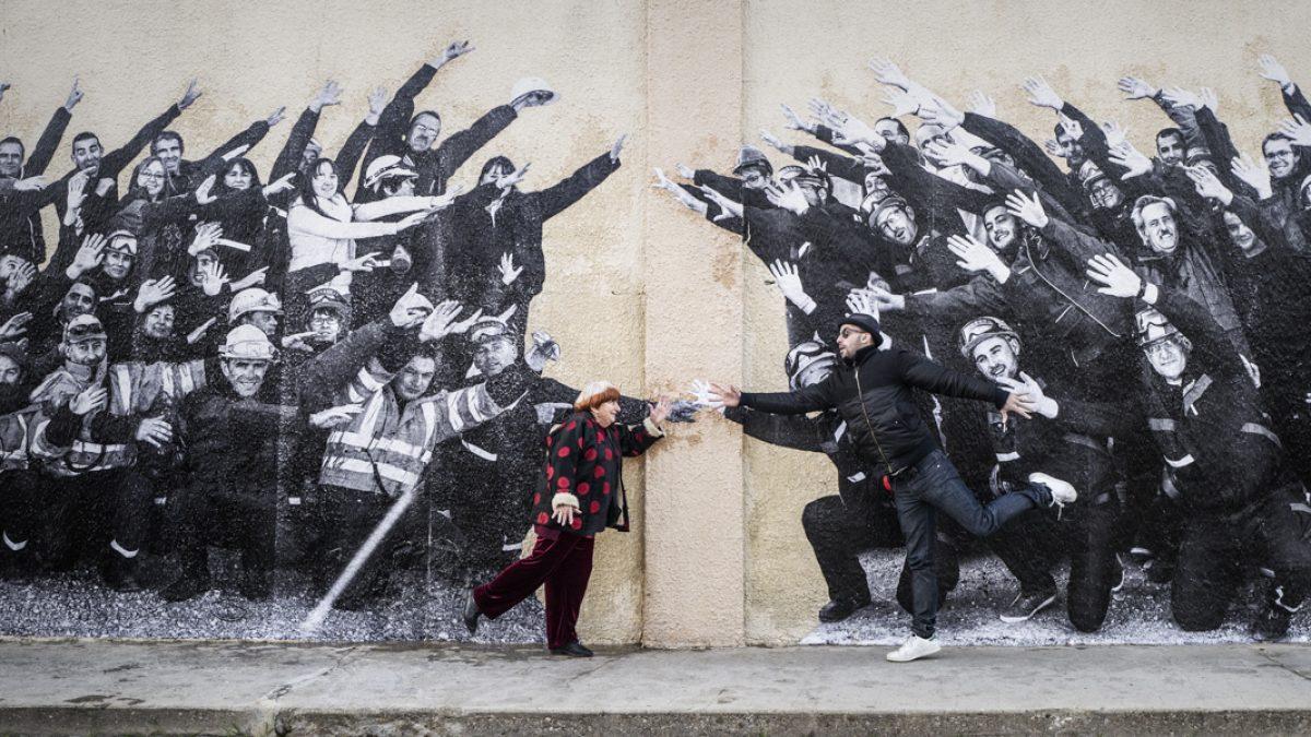 Vezi 4 documentare despre street art și amintește-ți de SISAF 2018 / Agnès Varda and JR in Visages villages (2017)