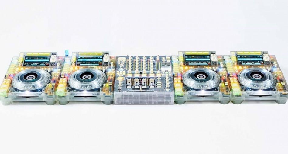 Playere și mixere Pioneer transparente