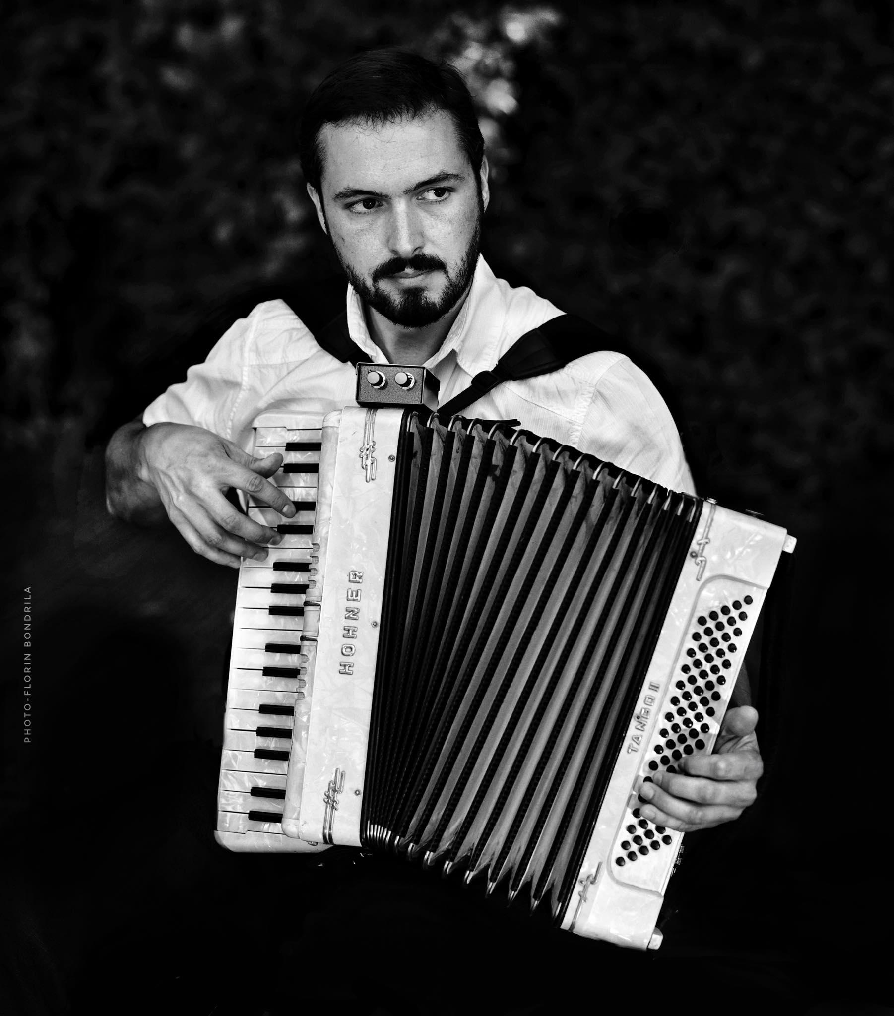 Shaun Williams la acordeon. Foto: Florin Bondrilă